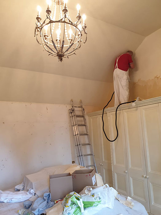 painter and decorator on home refurbishment oxford